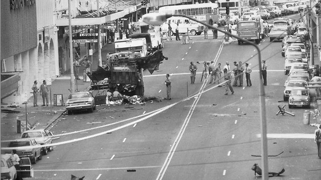 160135-chaos-in-the-wake-of-the-sydney-hilton-bombing
