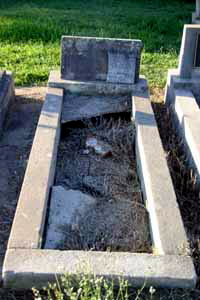 Evan Clyde WILLIAMS is buried with Ian Gary WILLIAMS - son - 1952 - 1957