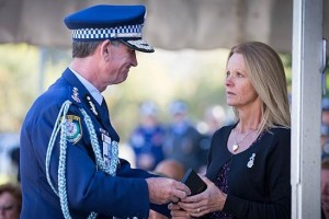 Police Commissioner Andrew Scipione handing the National Police Service medal to Kathy Spears. Picture: Lindsay Moller
