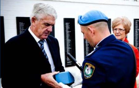 The family of Inspector Patrick Hackett receives the Dags Hammarskjold Medal in 2010.