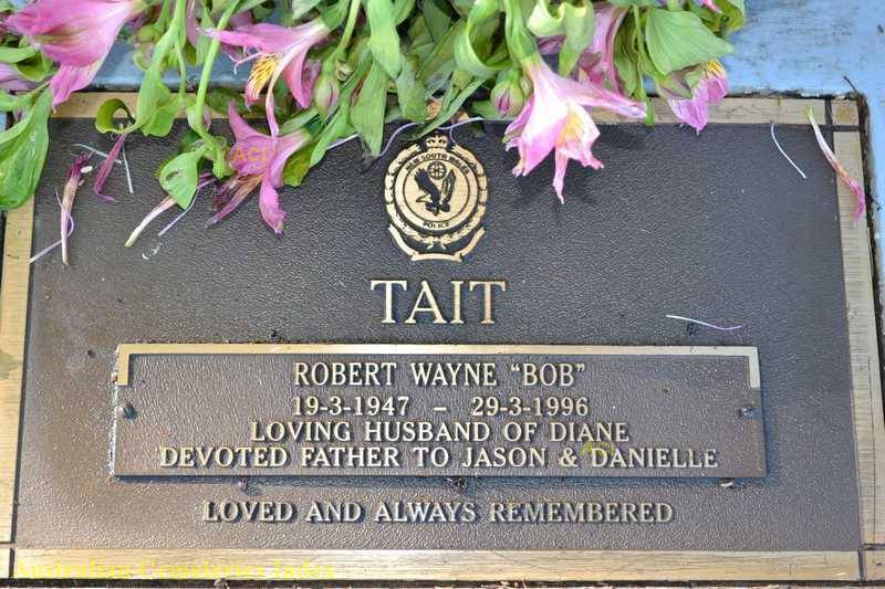 Robert Wayne TAIT headstone - Narrabri Lawn Cemetery. Portion A2, row Q