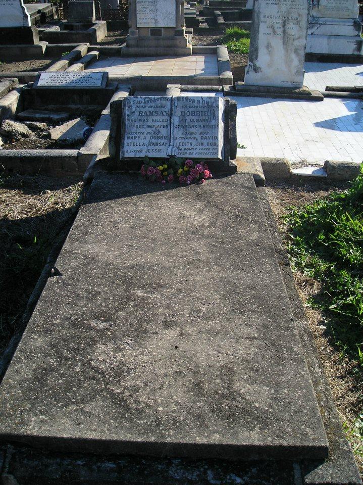 Sgt Ramsay DOBBIE - Arrest injuries - 11 Dec 1917 - Grave stone 02