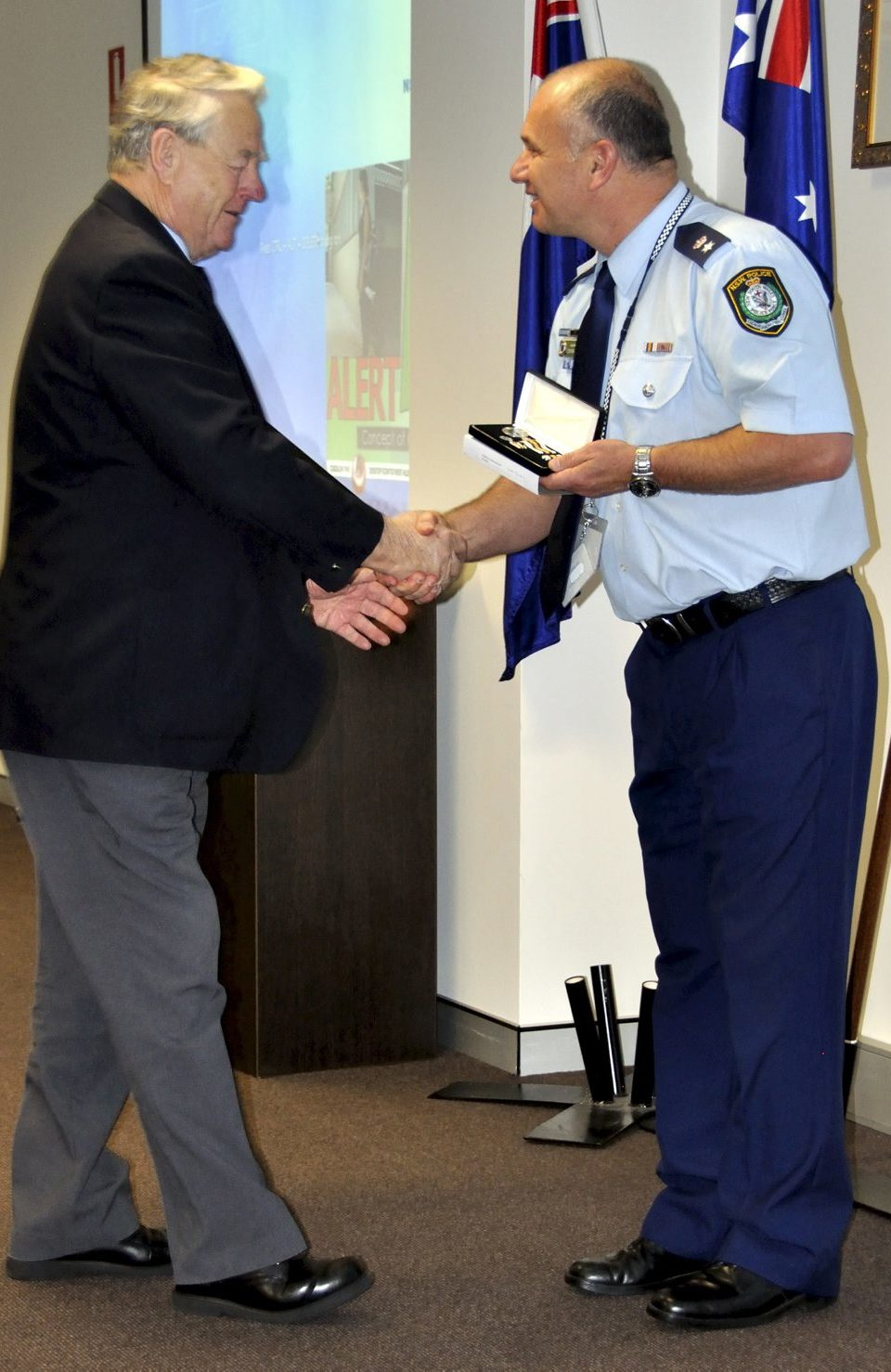 Gordon WEAVER accepting his Medal.