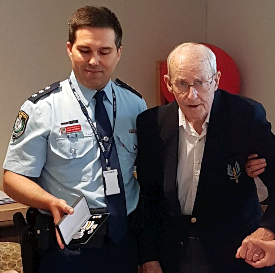 Ron being presented with his National Police Service Medal by Inspector Gavin Rattenbury on 8 December 2016.
