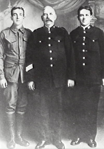 Jacob Willmott with his sons Jack (left) and Arthur (right); Jacob Willmott was the first police sergeant at Corrimal. 1920
