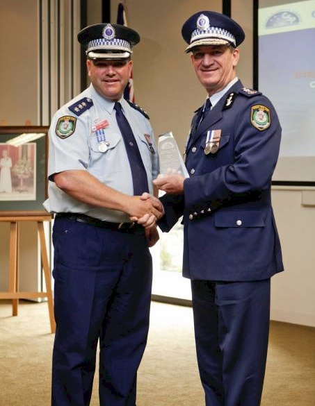 Top cop: Lake Illawarra Local Area Command inspector Steve Johnson receives an award from then NSW Police Commissioner Andrew Scipione.<br />