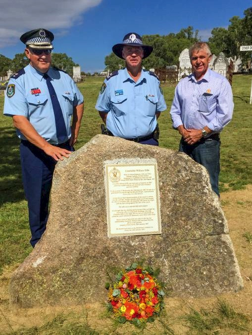 Memorial unveiled: Oxley Acting Superintendent Jeff Budd with Leading Senior Constable Ron Stoltenberg and Cr Phil Betts.<br />