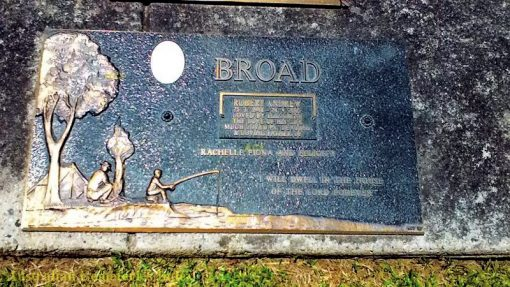 INSCRIPTION:  BROAD Robert Andrew 25.3.1948 - 24.9.2005 Loved by Elizabeth The love of his life Much loved Pa.  Devoted & Loving Father of Rachelle, Fiona & Felicity  Will Dwell in the house of the Lord forever